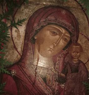 у Казанской иконы Божией Матери